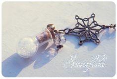 Snowflake Bottle necklace. Glass bottle pendant. Cute Necklace. miniature bottle. Winter necklace, Snow bottle, snowflake necklace