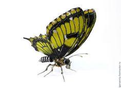 Металлическая бабочка, (семейство парусников). подвижны все части тела включая губные щупики и задничку. - Игорь Верный