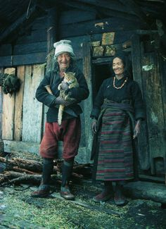 Evin Sevinci Kedi... they are so happy! ....look at those indigo stained hands!