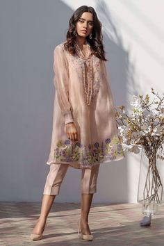 A floral masterpiece! This pure organza shirt adorns beautiful hand embroidered flowers on hem and neckline, sprinkling of pearls back and front. Comes with a grip slip. Beautiful Pakistani Dresses, Pakistani Formal Dresses, Pakistani Fashion Casual, Indian Fashion Dresses, Dress Indian Style, Pakistani Dress Design, Indian Designer Outfits, Pakistani Outfits, Fashion Outfits