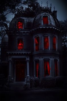 Gothic House, Victorian Gothic, Victorian Homes, Vintage Gothic, Gothic Lolita, Creepy Houses, Spooky House, Spooky Places, Haunted Places