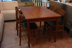 Tisch mit Stühlen bei HIOB Worblaufen http://hiob.ch/schnaeppchen/tisch-mit-stuehlen #Schnäppchen #Trouvaille