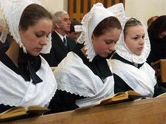 Sorbische junge Mädchen bei der Konfirmation in Bautzen/Budyšin 2004 | Rechte: Jürgen Matschie