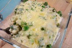Jak udělat zapečený chřest se sýrovou krustou | recept Cheeseburger Chowder, Potato Salad, Soup, Potatoes, Ethnic Recipes, Potato, Soups