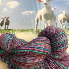 Handgesponnen & -gefärbt - Handgesponne und handgefärbte Wolle - ein Designerstück von superflausch bei DaWanda