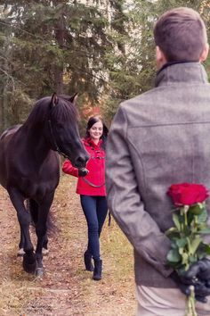 Autumn couple photography, engagement photography | Mariella Yletyinen Photography