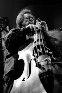 YES SIR Charles Mingus Jr. was a highly influential American jazz double bassist, composer and bandleader. Mingus's compositions retained the hot and soulful feel of hard bop and drew heavily from black gospel. Jazz Artists, Jazz Musicians, Music Artists, Blues Artists, Soul Jazz, Pop Rock, Rock And Roll, Musica Black, 7 Arts