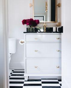 Go to Top interior design trends Black White Bathrooms, White Bathroom Tiles, Bathroom Renos, Bathroom Ideas, Diy Wall Decor, Diy Home Decor, Bedroom Decor, Mug Design, Inspiration Design