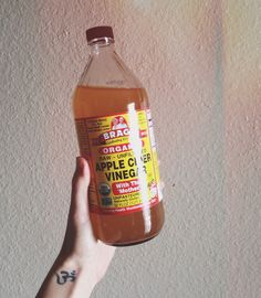 Apple Cider Vinegar Limeade would be so tasty. I need a way to drink it outside of honey and stevia teas. Smoothie Drinks, Smoothies, Vegan Staples, Free People Blog, Cleaning Recipes, Apple Cider Vinegar, Herbal Medicine, Raw Vegan, Health And Nutrition
