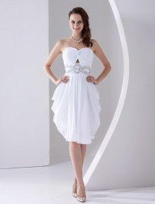 Vestido de homecoming blanco de satén mate y de gasa sin tirantes de línea A hasta la rodilla