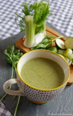 healthy drinks to lose weight flat tummy ; healthy drinks instead of soda ; healthy drinks for skin ; healthy drinks at starbucks ; healthy drinks for kids Detox Diet Drinks, Healthy Juice Recipes, Diet Soup Recipes, Healthy Juices, Raw Food Recipes, Healthy Drinks, Detox Juices, Detox Recipes, Kale Recipes