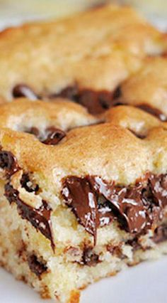 You MUST make these delicious and easy chocolate chip cookie cheesecake bars. I promise that everyone in your family will love these simple chocolate chip cookie cheesecake bars! Try making this delicious dessert recipe for your family today! Baking Recipes, Cookie Recipes, Dessert Recipes, Easy Cake Recipes, Easter Recipes, Mexican Food Recipes, Chocolate Desserts, Chocolate Chip Cookies, Chocolate Chips