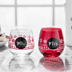 Date night just got a whole lot more fun! Grab a bottle of wine and these festive glasses for a double dose of Christmas cheer to share with your loved one.