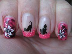 Uñas pintadas con gatos y flores - Cat and roses nail design
