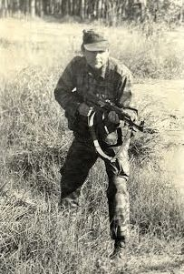 Cuban soldier in Angola. Cuba, Defence Force, Action Poses, Modern Warfare, Cold War, Firearms, Marines, Vintage Photos, South Africa