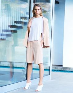 babaton dante blazer, wilfred aborner t-shirt, and babaton vaughn shorts Business Chic, Short Suit, Summer Work Outfits, 2014 Trends, Spring Trends, Spring 2014, Soft Shorts, Work Wear, Normcore