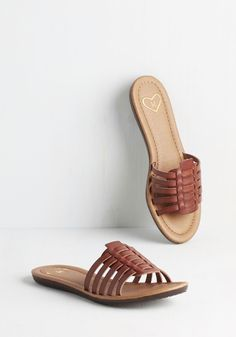 Make Yourself at Rome Sandal. Get comfortable at the Colosseum in these epically chic sandals! #brown #modcloth