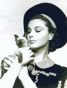 vivian-leigh_with_cat