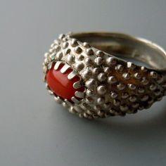 Prstýnek+s+korálem+::ag925::+Prstýnek+odlitý+ze+stříbra+ryzosti+925/1000s+kabošonem+korálu.+Značen+ryzostní+a+výrobní+značkou+a+také+státním+puncem.+velikost+53+(vnitřní+průměr+16,9+mm) Class Ring, Silver Rings, Punk, Jewellery, Jewels, Jewelry Shop, Jewerly, Jewelery, Jewlery