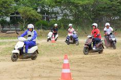 在学中にバイクに乗れる!? 校庭内で高校生たちがバイクに触れた・乗った トピックス-バイクブロス