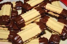 Mlynčekové tyčinky - Recept mám už veľmi dávno a pečiem ich sporadicky. Sú výborné krehké, vhodné na Vianoce. Czech Recipes, Biscuits, Cheesecake, Food, Basket, Cookies, Cheesecake Cake, Meal, Cheesecakes