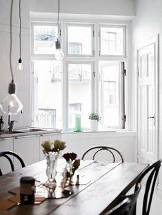 my scandinavian home: A white Gothenburg apartment Interior Exterior, Kitchen Interior, Interior Architecture, Kitchen Design, Style At Home, Country Look, Living Comedor, House Ideas, Big Windows