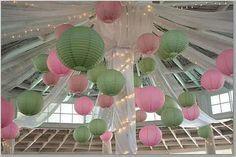 Decoracion con luces y esferas