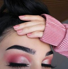 These trending light pink makeup looks are so natural; Check out all the pink makeup looks for black girls and fair girls here. Pink Eyeshadow Look, Eyeshadow Makeup, Smokey Eye Makeup, Makeup For Brown Eyes, Eyeshadow Ideas, Easy Eyeshadow, Eyeliner Ideas, Metallic Eyeshadow, Natural Eyeshadow