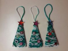 colorful christmas decor inspired by http://www.easypeasyandfun.com/yarn-wrapped-christmas-tree-ornaments/