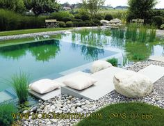 modern swimming pond with places to sit and lie down - Piscina Swimming Pool Pond, Natural Swimming Ponds, Natural Pond, Swimming Pool Designs, Outdoor Pool, Outdoor Gardens, Dream Pools, Garden Pool, Pool Backyard