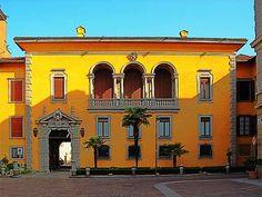 Como,  Il palazzo vescovile.   <3
