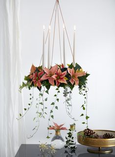 This floating poinsettia wreath is a beautifully playful eye-catcher and space-saving alternative to the classic table wreath. Christmas Feeling, Nordic Christmas, Christmas Star, Green Christmas, Xmas Table Decorations, Christmas Chandelier, Poinsettia Wreath, Christmas Interiors, Xmas Crafts