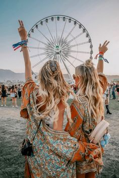 Coachella festival 2019 has begun. We're loving this look from a previous year. Outfit and hair goals. Coachella Festival, Coachella 2018, Music Festival Outfits, Boho Festival Fashion, Festival Outfit 2018, Boho Fashion Indie, Music Festival Hair, Festival Clothing, Festival Looks