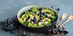 Salat med brokkoli, fetaost og blåbær | Coop Mega Sprouts, Fruit, Vegetables, Food, Essen, Vegetable Recipes, Meals, Yemek, Veggies