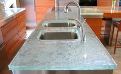 Glass is not often thought of as a material for countertops, yet glass is an ideal material for modern kitchen countertops. Also, in keeping with the eco-friendly trend, recycled glass countertops are becoming very popular these days. Cost Of Countertops, Recycled Glass Countertops, Best Kitchen Countertops, Kitchen Countertop Materials, Bathroom Countertops, Concrete Countertops, Kitchen Worktop, Kitchen Cabinets, Modern Countertops
