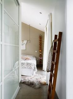Gorgeous Entry into a white bedroom Bedroom Color Schemes, Bedroom Colors, Bedroom Styles, Home Design Floor Plans, Home Bedroom, Bedroom Decor, Bedroom Ideas, Master Bedroom, Rustic Ladder