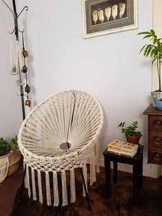 diy furniture chair 12 Macrame Furniture Items For Boho Homes - ArtCraftVila Diy Furniture Chair, Diy Chair, Furniture Makeover, Home Furniture, Diy Home Crafts, Diy Home Decor, Macrame Chairs, Bucket Chairs, Macrame Curtain