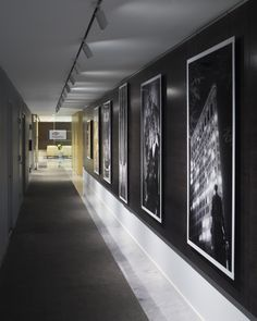 WisdomTree - New York City Offices - 3 Showroom Design, Office Interior Design, Office Interiors, Artwork Lighting, Gallery Lighting, Corridor Design, Gallery Wall Layout, City Office, Hallway Designs