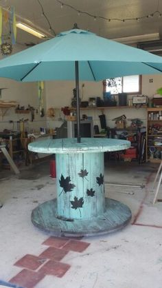 Large Spool Patio Table on wheels. Great for summer entertaining.  diy (Diy Wood Garden)