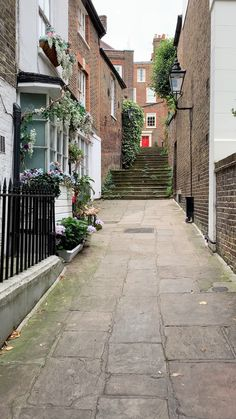168k Followers, 284 Following, 3,924 Posts - See Instagram photos and videos from A Lady in London (@aladyinlondon) Hampstead House, Hampstead Heath, Best Places In London, London Travel, Trip Planning, The Good Place, Sidewalk, Posts