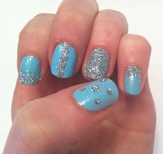 I love the loose glitter manicures. SO easy!
