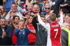 Frank de Boer was na afloop van de wedstrijd tegen SC Cambuur (3-0) blij voor Viktor Fischer. De Deen speelt sinds een paar weken weer mee in bij Ajax na een lange blessure en kon in deze wedstrijd belangrijk zijn voor Ajax.