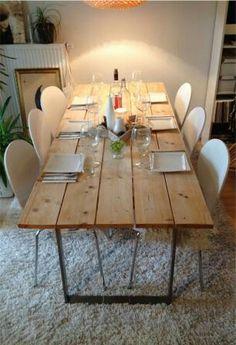 Tisch aus Baubohlen