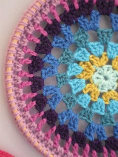 crochet dream catcher maybe use this round granny square idea for sommerhing?