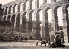 Plaza del Azoguejo, perspectiva desde la calle de San Francisco hacia los restos de la Iglesia de Santa Columba. Segovia, 1911 - Portal Fuenterrebollo