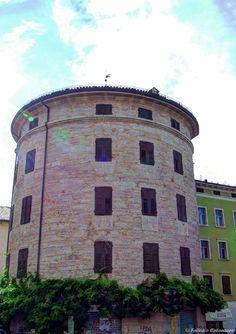 "Torrione Madruzziano ""Rotonda"" - Trento, Italia"
