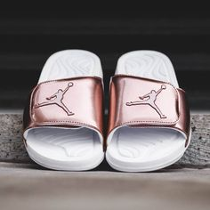 Jordan Hydro 5 'Pinnacle' bronze luxury looking slippers