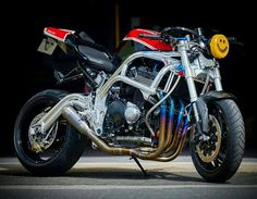 I absolutely appreciate the things these folks did to this custom made Custom Street Bikes, Custom Motorcycles, Custom Bikes, Cars And Motorcycles, Street Fighter Motorcycle, Suzuki Motorcycle, Cafe Racer Moto, Cafe Racers, Gsxr 1100