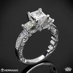 Idée et inspiration Bague Diamant : Image Description This beautiful 3 Stone Engagement Ring is from the Verragio Paradiso Collection. It features a Lumino Set for both the center and side diamonds and holds of both Round Brilliant Princess Diamond Melee Jewelry Rings, Jewelry Accessories, Fine Jewelry, Jewelry Watches, Jewlery, Jewelry Ideas, Bijoux Art Deco, Three Stone Engagement Rings, Ring Engagement