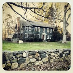 One of my favorite old houses in my neighborhood. An old farm house built in 1700s, typical New England colonial-era style.